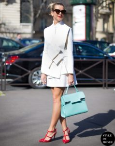 1.-boxy-white-outfit-with-red-heels